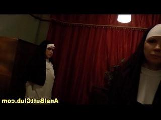 Kinky les nuns ass finger